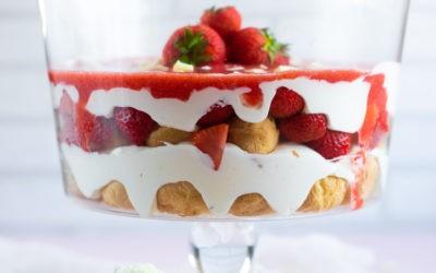 Windbeutel Dessert mit Erdbeeren